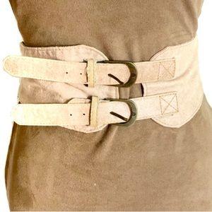 3/$8🎉 Beige double buckle faux suede waist belt